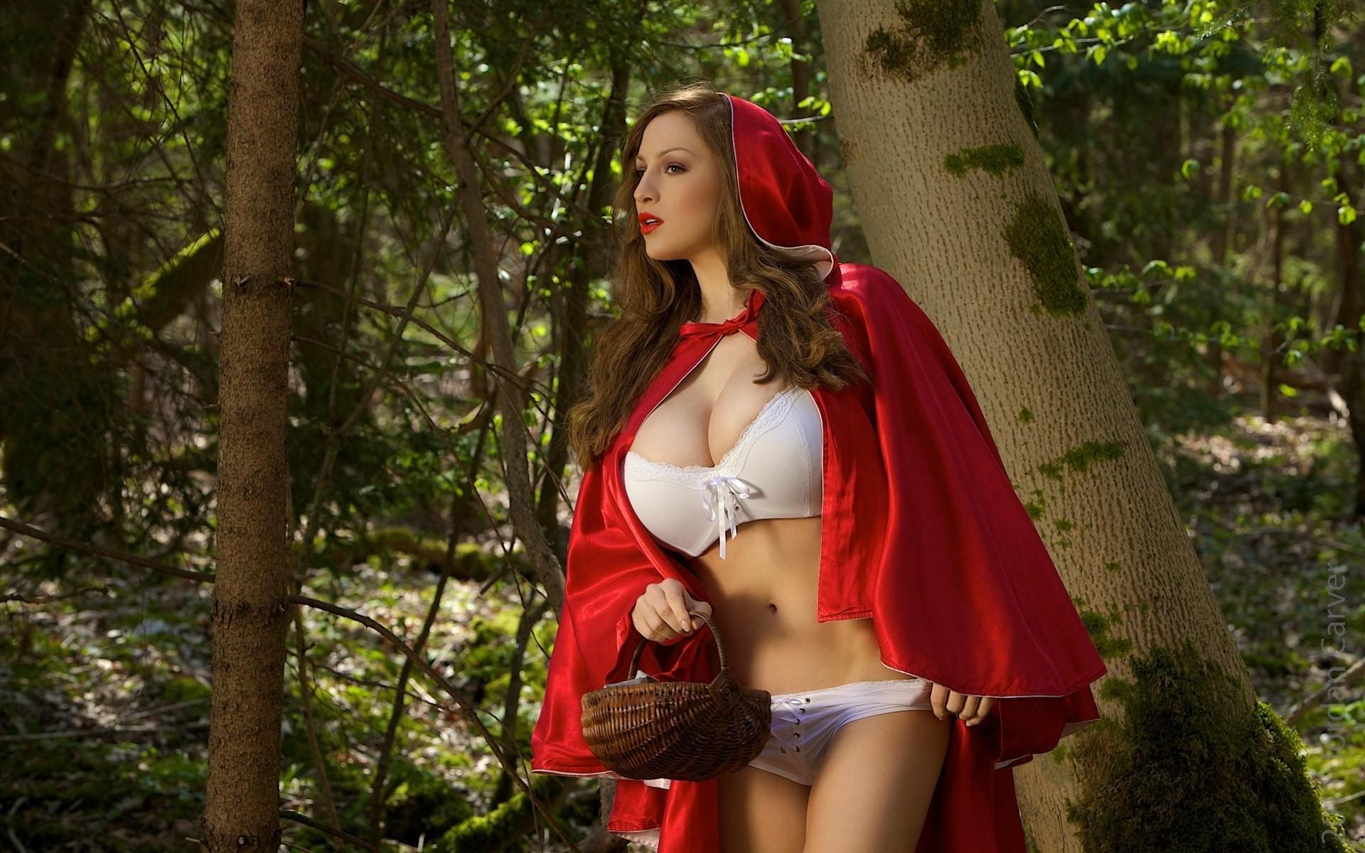 красная шапка сиськи