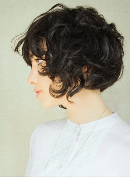 Фото стрижка каре на ножке для кудрявых волос