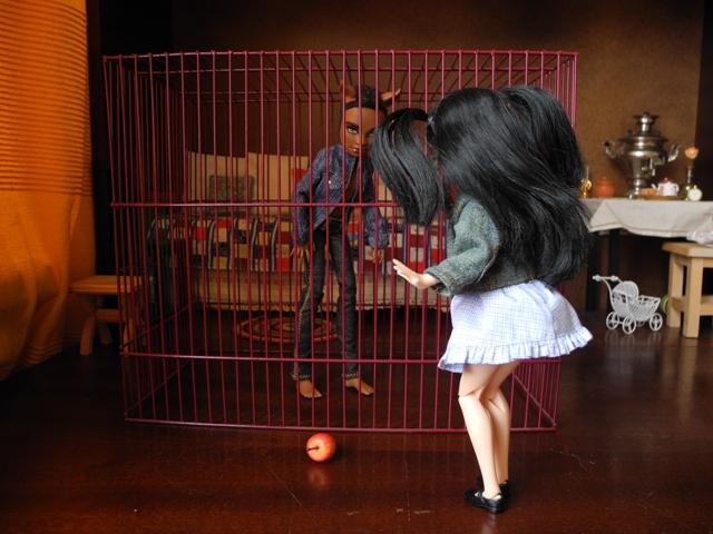 Как сделать своими руками все для кукол монстер хай