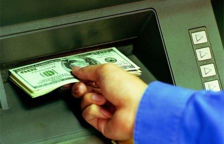 Где можно снять новые деньги