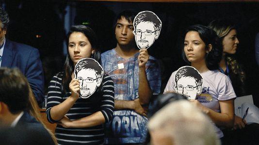 Brasilia, der bürger herrscher porträts junger agent, bei anhörungen im Senat brasilianischen auf die schoten der NSA. Die dokumente enthüllten von Edward Snowden haben gezeigt, dass die Vereinigten Staaten hatten ausspioniert der brasilianischen präsidentin Dilma Rousseff.