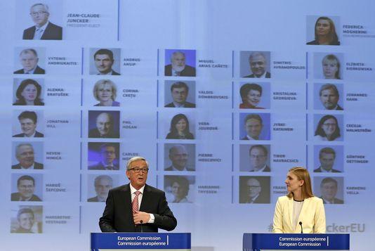 Jean-Claude Juncker, am 10. Bruxellesn in begleitung seiner sprecherin Natascha Bertaud.