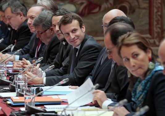 Pierre Gattaz, und die mitglieder der regierung, im Elysée-palast, den 24. februar.
