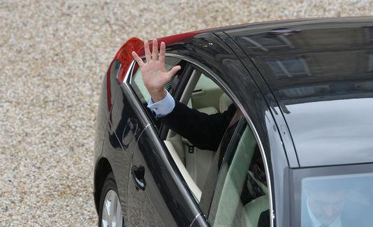 Jacques Chirac verlassen der Elysée-palast am 16. mai 2007 auf der rückseite eine C6. Es ist zu beachten, dass Nicolas Sarkozy war mit ihm passiert in Vel Satis für seine tätigkeit aufnehmen.