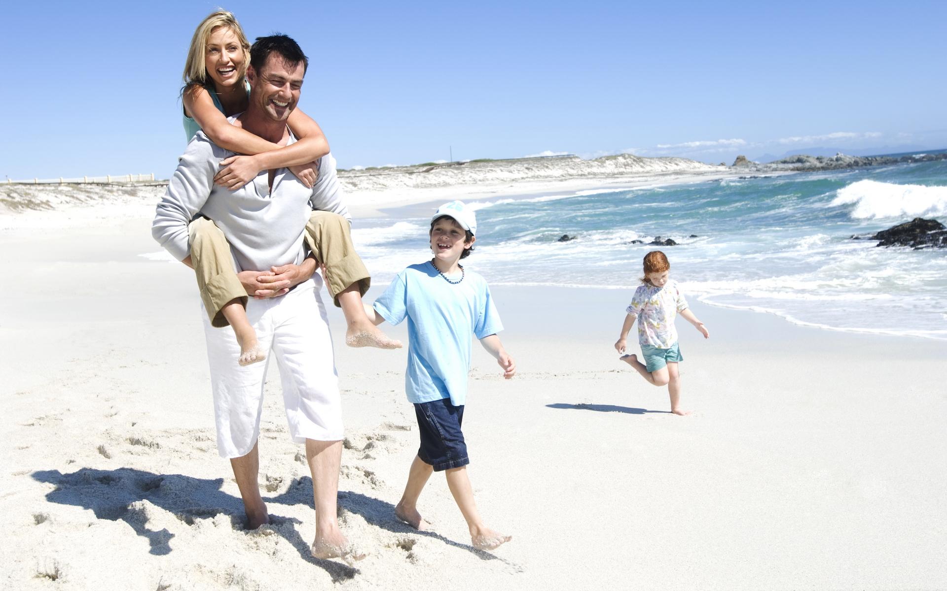 Семьями на пляже