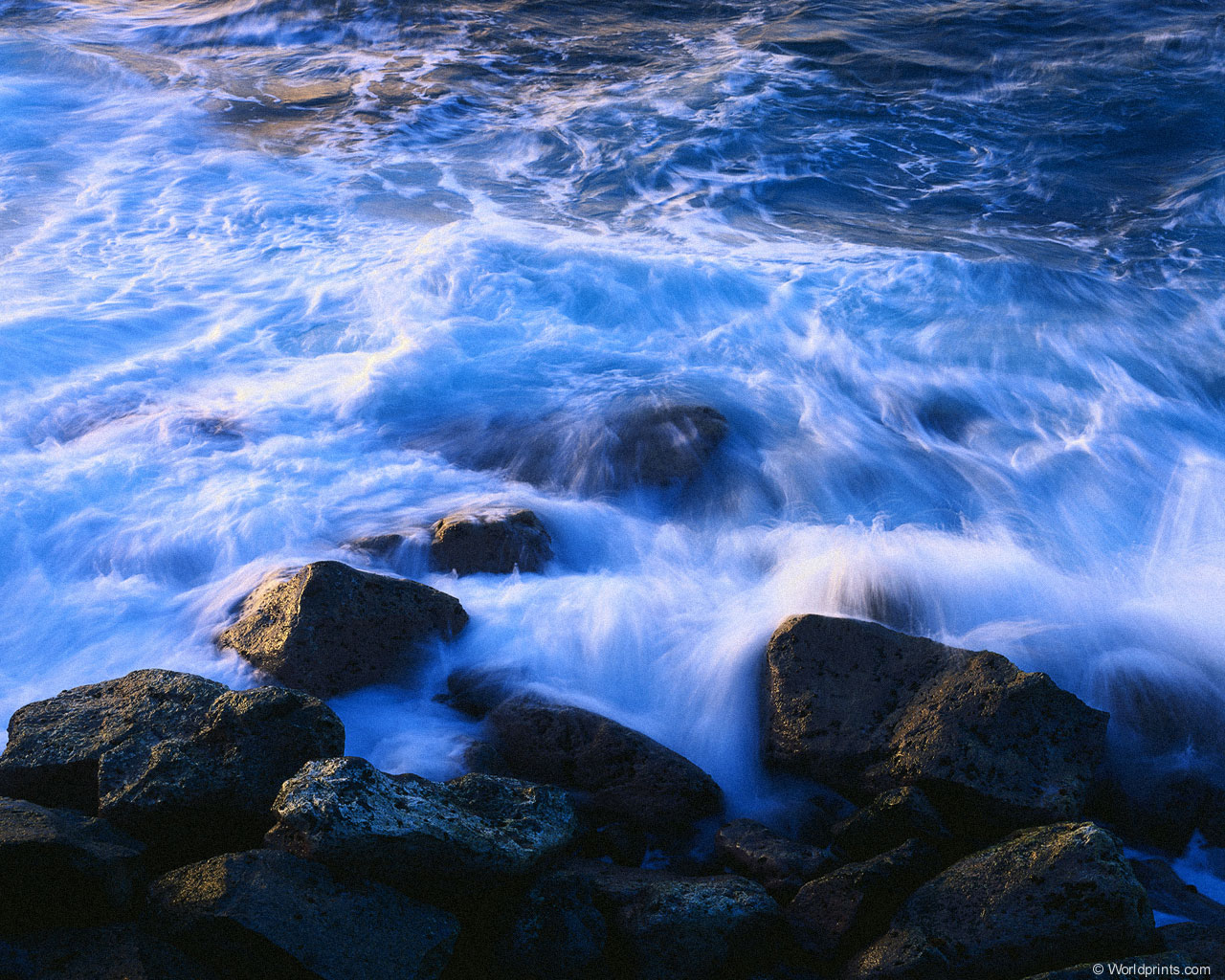 Река втекающая в море бесплатно