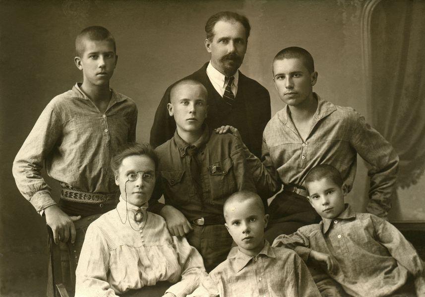 Семья 1925 от Жени .Добротиной.jpg
